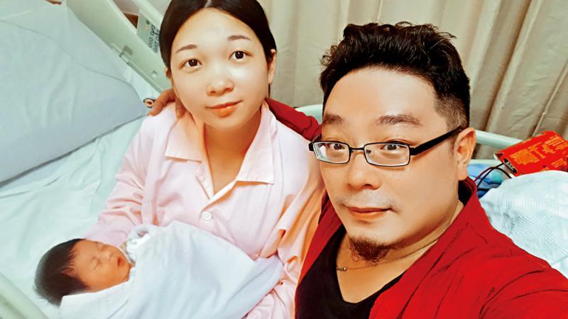 慈父孤亚视在线本港台直播j2身过节 遥祝爱女金榜题名