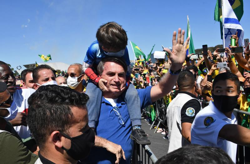 巴西总统自称或染疫 愿再接受检测