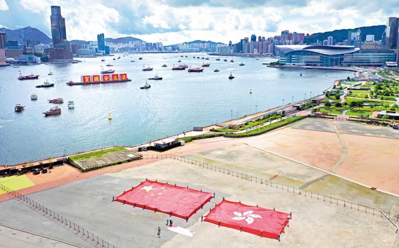 ?特 写\150渔船披红挂彩 维港喜庆巡遊