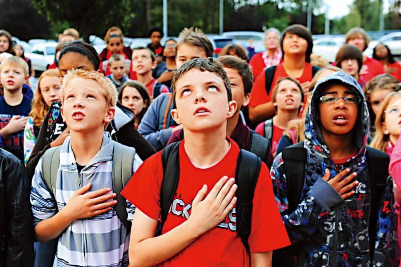 ?幼儿即宣誓效忠 美国安教育伴终生