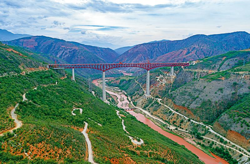 ?中老铁路元江大桥合龙 跨度249米冠全球