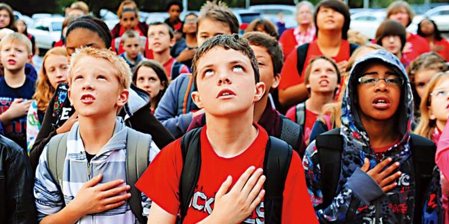 从幼儿园开始就宣誓效忠 美国国安教育伴随一生