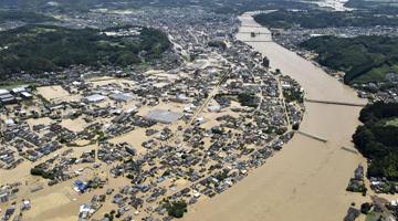 日本九州地区暴雨已致59死 多地民宅被泥石流冲毁