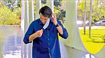 ?巴西总统博索纳罗采访时摘口罩 记协起诉威胁记者安全