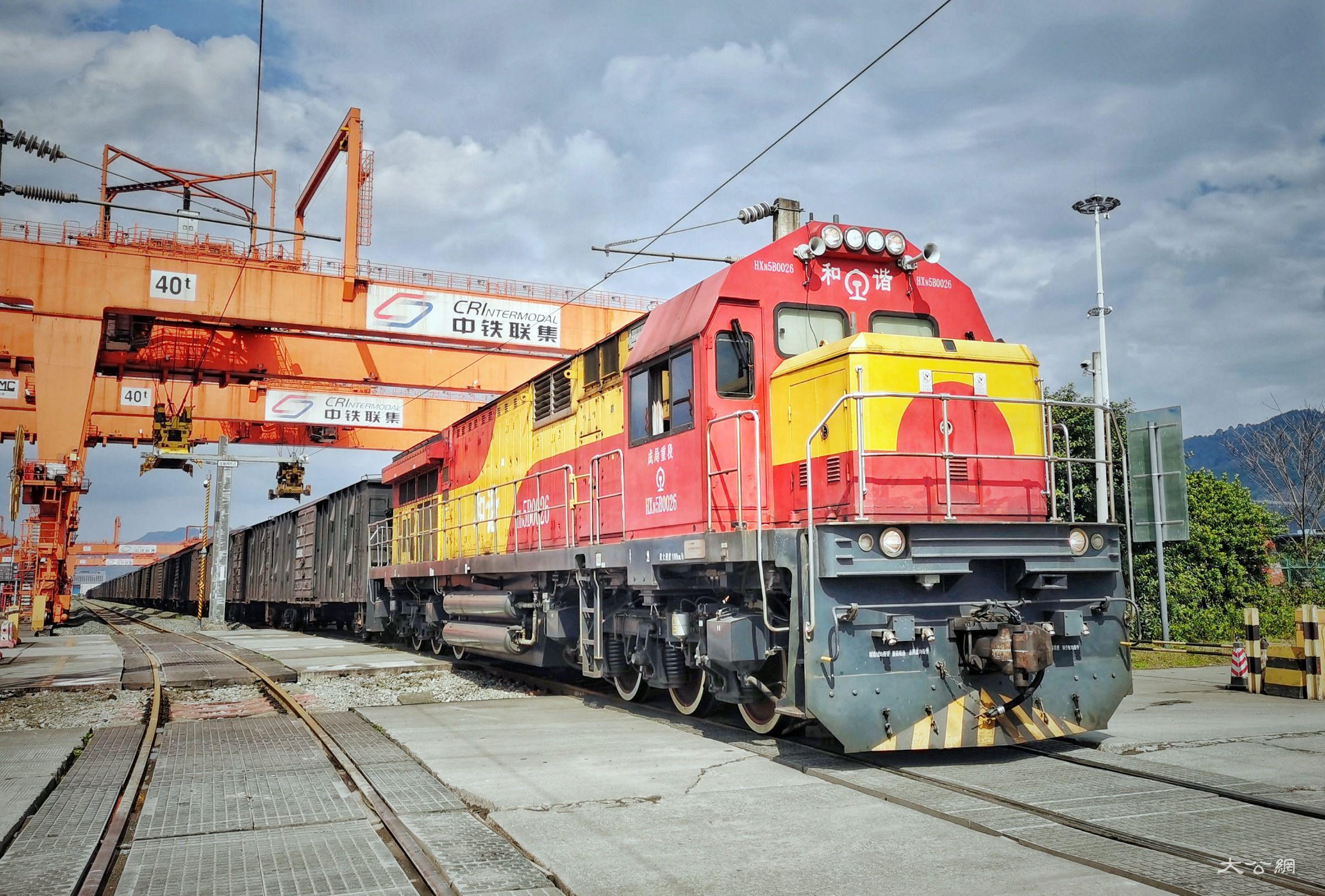 重庆半年外贸进出口总值近三千亿元