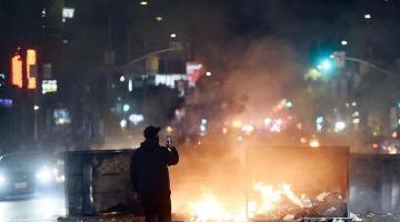 包围法院、破坏警局……全美多地抗议引发暴力冲突