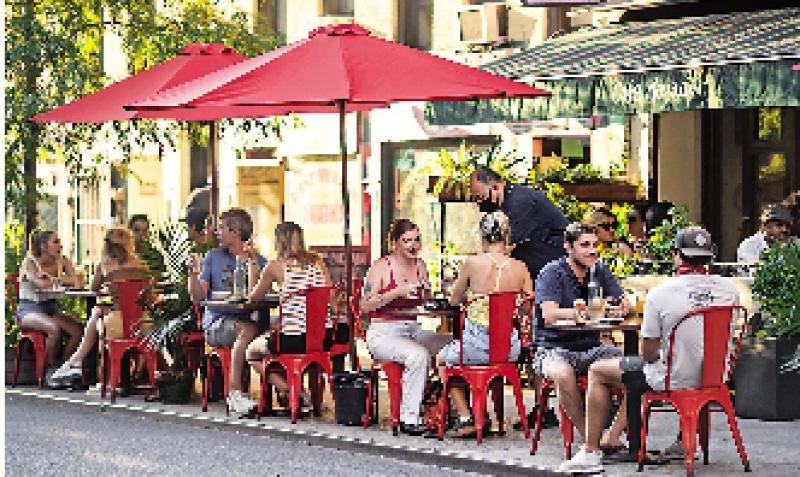 纽约逾百餐厅违防疫令 或被钉牌