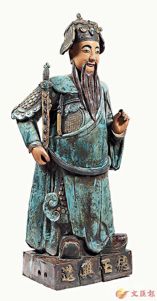 ■原於文武廟右山牆前方末端的石灣陶瓷像。