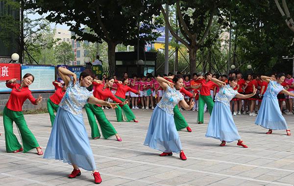 中牟青年路街道办事处举办广场舞文艺汇演暨舞蹈艺术培训班