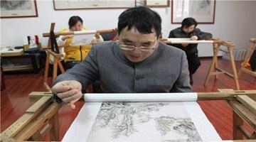 针尖对宣纸陶瓷 顾绣传人巧手匠心演绎神奇
