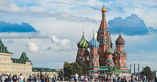 歐洲景點有限度開放 遊客少鏡頭中地標尤美
