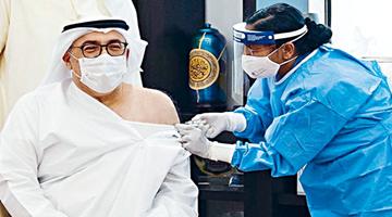 疫苗外交:阿联酋卫生部长率先接种中国疫苗