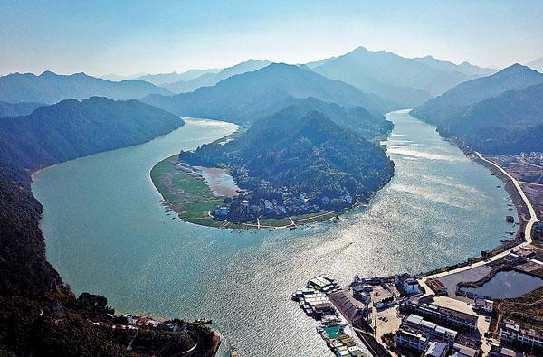 【坐着高鐵遊中國】杭黃高鐵綠色生態遊 古村與遠山交相輝映