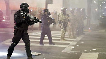 美政府在波特兰使用催泪弹被起诉:用危化武器对付示威民众