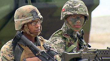 美国士兵在韩国街头耍酒疯:拿灭火器乱喷市民 当场被捕