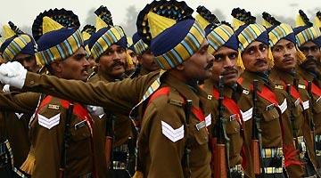 印度军方提议削减军官退休金并延迟退休 引舆论抨击