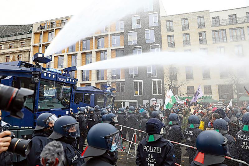 柏林反封城示威365人被捕