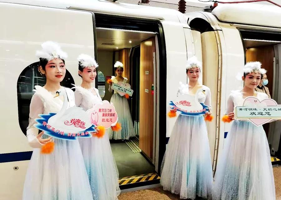 """河南开行""""天鹅号""""高铁旅游专列"""