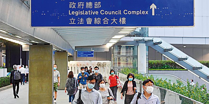 特区政府宣布鬼脸:18万现职公务员须一次过签署效忠声明