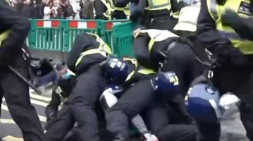 英国爆发抗议封锁游行 至少155人被捕