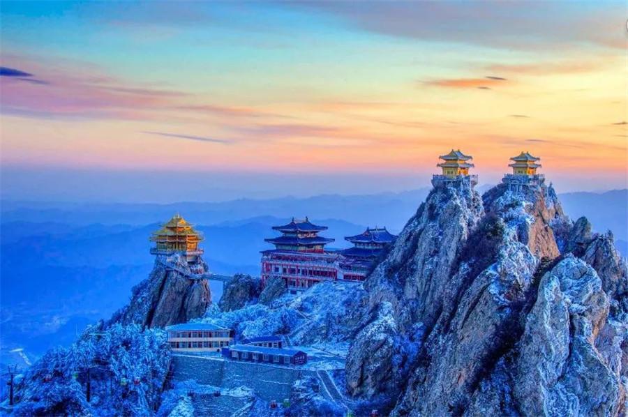 洛陽:雪後老君山霧凇雲海,瓊樓玉宇美成仙境