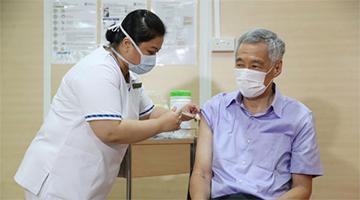 新加坡总理李显龙接种新冠疫苗 系内阁首位接种者