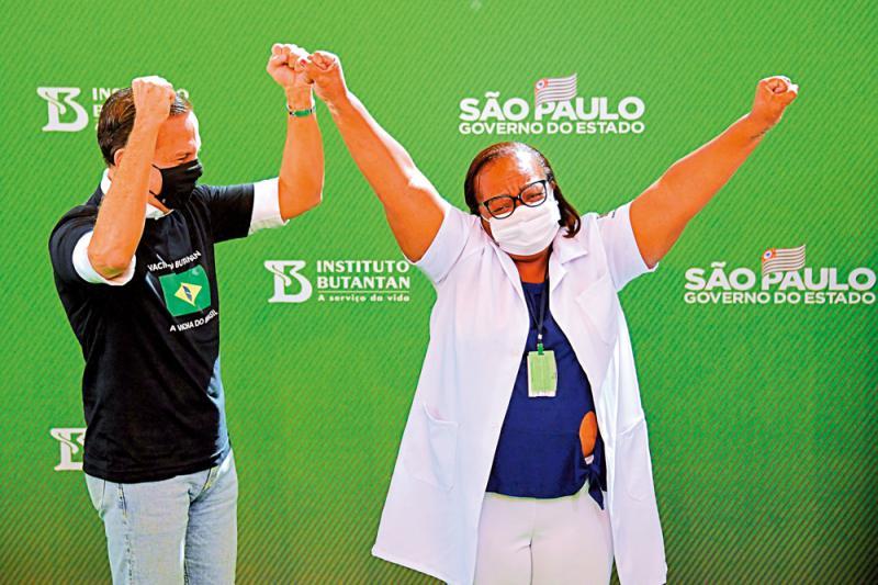 相信科學/有效防重症 巴西開始注射科興