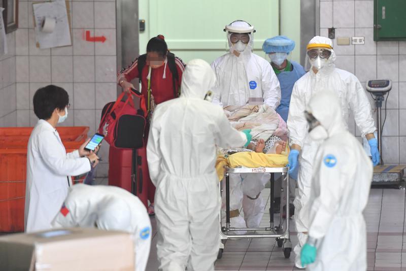台醫院群聚染疫增至10人 擴散至社區