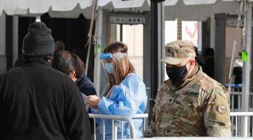 美疫情致近50万人死亡!2022年或仍需戴口罩?