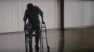 球王贝利已无法正常行走 坐轮椅与昔日队友重聚