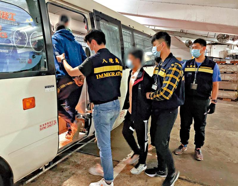 入境处打击非法劳工行动拘18人