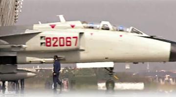 台媒:解放军大机群突击演练 实弹轰炸岛礁
