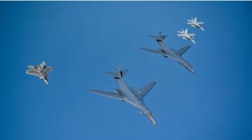 美轰炸机向俄边界靠近 俄军机升空拦截