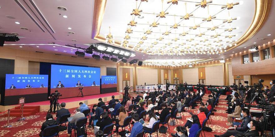全国人大有权有责 完善香港选举制度
