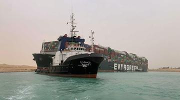 苏伊士运河搁浅货船何时能脱浅?专家:还得几天