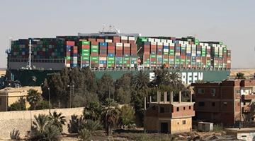 苏伊士运河一天通航81艘船 已启动搁浅事故调查