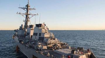 """美""""麦凯恩""""号驱逐舰穿航台湾海峡 东部战区回应"""