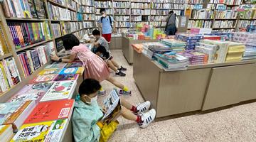教协在其书局卖煽暴书洗脑儿童 涉违国安法