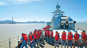 """解放军三大战区海军实弹演练 精准摧毁""""敌""""舰"""