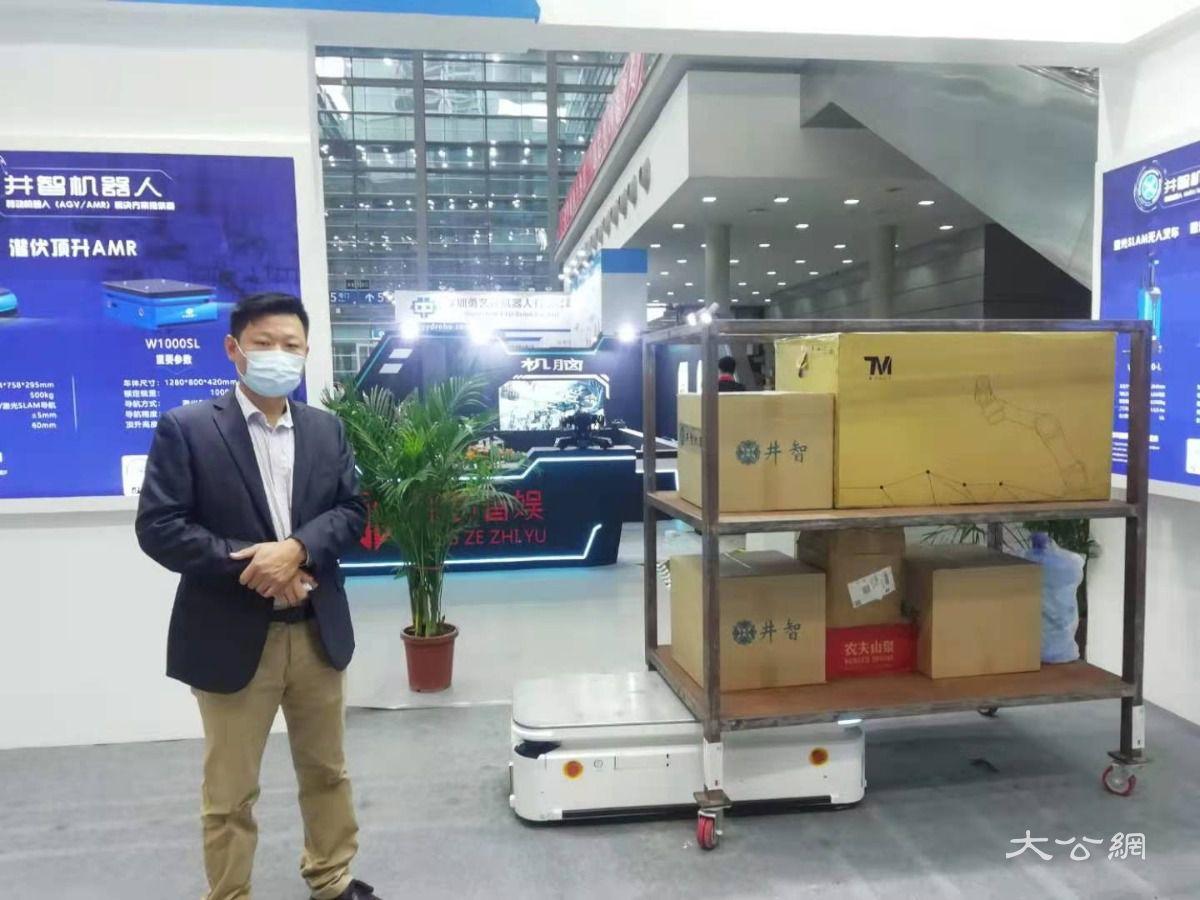 智能物流運輸機器人可運一噸貨物 受倉儲和智慧工廠青睞