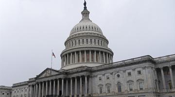 美国对俄实施大规模制裁并驱逐10名外交人员