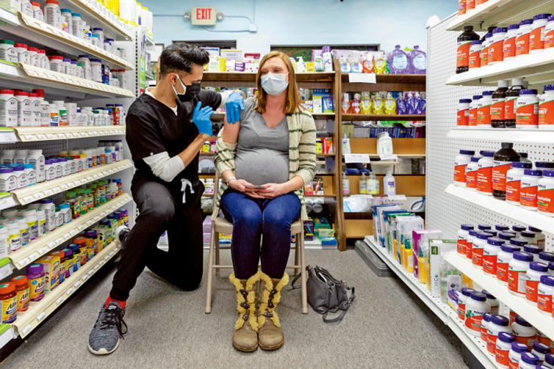 英建议孕妇接种辉瑞莫德纳疫苗