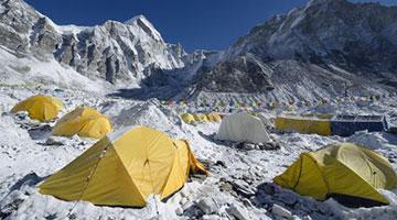 尼泊尔珠峰大本营17人确诊 有新冠症状者不断增加