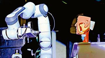 国产机器人一分钟完成鼻咽拭子采样
