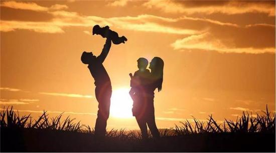 為何實施三孩生育政策?國家衛健委回應了