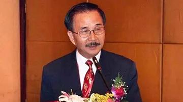 """台知名统派人士周庆峻因新冠去世 曾抗议""""台独""""升五星红旗"""