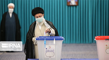 伊朗总统选举正式拉开序幕 最高领袖哈梅内伊投下选票