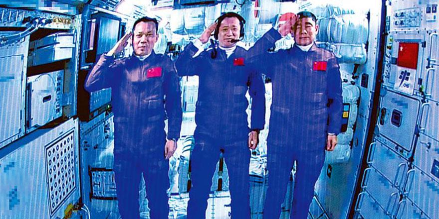 """空间站首次三舱合体 航天三杰抵""""天宫""""入驻中国家园"""