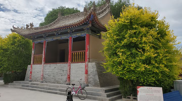 红色之旅采访团走进中国工农红军长征界石铺纪念馆