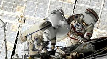 国际空间站宇航员再次进行太空行走 更换太阳能板